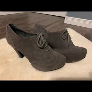 Le chateau ankle booties